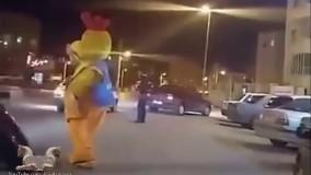 رقص دیدنی عروسک تبلیغاتی وسط خیابان