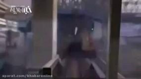 لحظه برخورد مترو در ایسگاه با مردی که خودکشی میکند