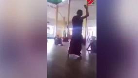 کتک زدن دانش آموزان در معبد توسط کاهن بزرگ