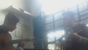گیتار زدن دونفره از یک اهنگ بسیار قدیمی و خاطره انگیز