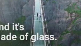 پل معلق کف شیشه در ارتفاع 594 متری در دره