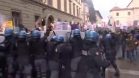 اعتراض خشونت بار در ایتالیا در مخالفت با رفراندوم قانون اساسی