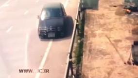 لحظه دلخراش برخورد راننده بدشانس با خودروی دیگر