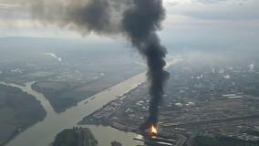 آتش گرفتن اسکله مواد نفتی در خوزستان