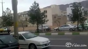 ویدیوی فرار زن تمام عریان از نیروی انتظامی در شیراز