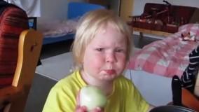 پیاز خوردن کودک