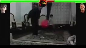 ویدیو خنده دار رفتارهای یک نوه با پدربزرگ بامزه اش حین نماز خواندن !