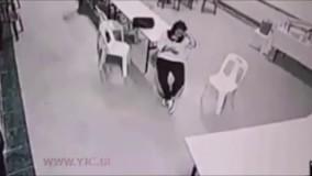 حمله شبح به یک زن در لابی هتل