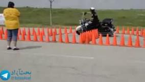امتحان میزان تسلط یک افسر پلیس در موتورسواری که به خوبی از عهده آن برمی آید