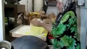پختن نان خلفه در لاهیجان