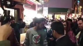 ازدحام مردم در خیابان ولیعصر بخاطر دیا میرزا بازیگر هندی فیلم سلام بمبئی