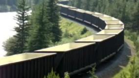 عبور قطار شرکت راه آهن کانادا از کنار دریاچه لوئیس