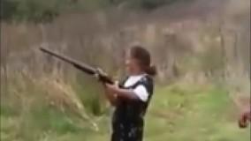وقتی تفنگ دست پیر زن میدی حتما خودتو. قایم کن