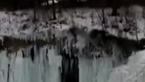 لحظه سقوط قندیل یک آبشار 10,975