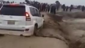 سیل در سیستان و بلوچستان خودرو و سرنشینانش را با خود برد !!!