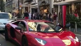 پریدن روی خودروی گرانقیمت لامبورگینی!!!!(گستاخانه)حتما ببینین!!