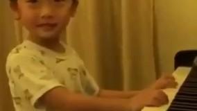 پسربچه ای که استعداد فوق العاده ای تو نواختن پیانو داره