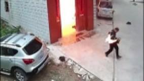 انفجار گاز یک مرد را به آتش کشید + فیلم