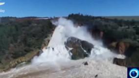 سر ریز آب سد در کالیفرنیا