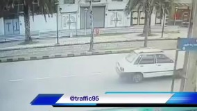 تصادف فوق العاده عجیب و خنده دار موتور با سمند!