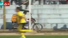 حضور عجیب پیک موتوری در بازی فجر سپاسی - بادران