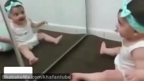 بازی کردن کودک با تصویرش در ایینه دیدنی