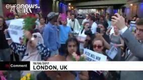اهدای گل به مسلمانان به نشانۀ «اتحاد علیه همه اقدامات تروریستی»
