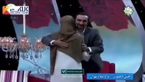 در آغوش گرفتن دو مجری زن و مرد در آنتن زنده تلویزیون!