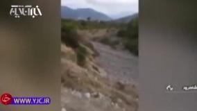 گرفتار شدن خودروها در سیل وحشتناک در مرز گلستان و شاهرود
