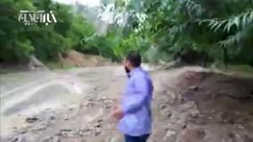 لحظه گیرافتادن دو خودرو با سرنشین درسیل مشهد دهستان کارده