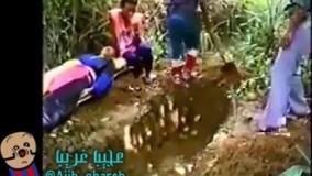 زنده به گور کرم زن جوان در تایلند