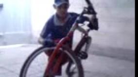 دوچرخه سواری عجیب این پسر دیدن داره