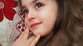 دختر بچه ی زیبای ارومیه ای که با چشمان درشت و چهره ی زیبای خود مردم جهان را در فضای مجازی متحیر کرده