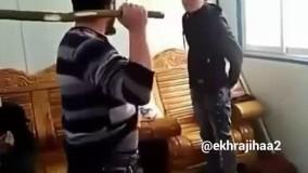 کتک زدن وحشتناک پسرها توسط پدر با چوب بزرگ