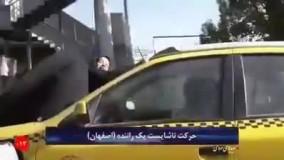 رفتار عجیب راننده تاکسی - وضعیت عجیب یک زن روی شیشه جلوی خودرو