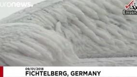 سوز و سرما در آلمان ماشینها را تبدیل به مجسمه یخ کرد