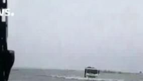 فیلم/ رانندگی در اقیانوسی از سیلاب!