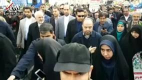 فیلم/ حضور ظریف در راهپیمایی 22 بهمن