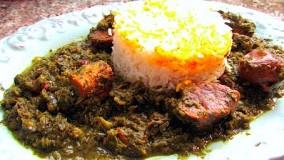 آشپزی آسان-تهیه قورمه سبزی با برنج قالبی