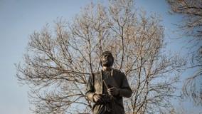 فيلسوف و عالم زاهد ومن اعلام التصوف و مؤسس المدرسة الاشراقية