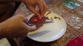 طرز پوست کندن و خوردن میوه اژدها