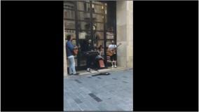 اجرای خیابانی یک گروه ایرانی در استانبول