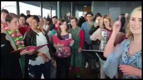 اجرای خیابانی آهنگ معین توسط زنان ایسلندی