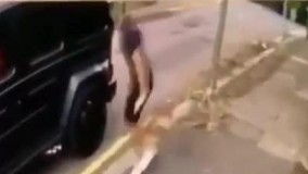 حمله سارقان مسلح به اتومبیل مسوت اوزیل کولاشیناچ با دخالت به موقع، جان او را نجات داد.