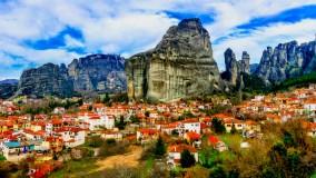 متورا در یونان بر فراز صخره هایی که ساکنان آن نمی توانند از آن خارج شوند-متئورا بوکینگ پرشیا