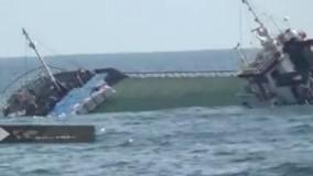 لحظه غرق شدن کشتی باری شباهنگ و نجات خدمه آن در آب های خزر