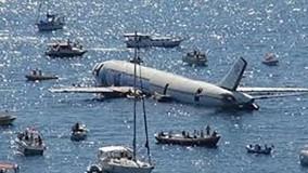 لحظه غرق شدن هواپیمای مسافربری در آب