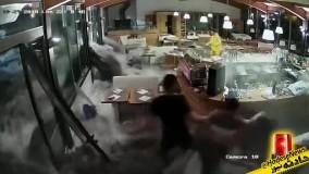 ورود امواج خروشان به یک رستوران ایتالیایی