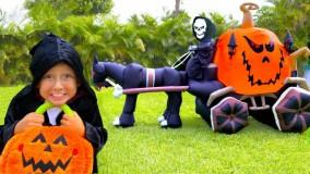 نیکا و بابایی ؛ نیکا برای هالووین آب نبات جمع می کند