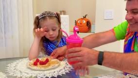 ناستیا و استیسی رفتار خوب و بد را برای بچه ها نشان می دهند